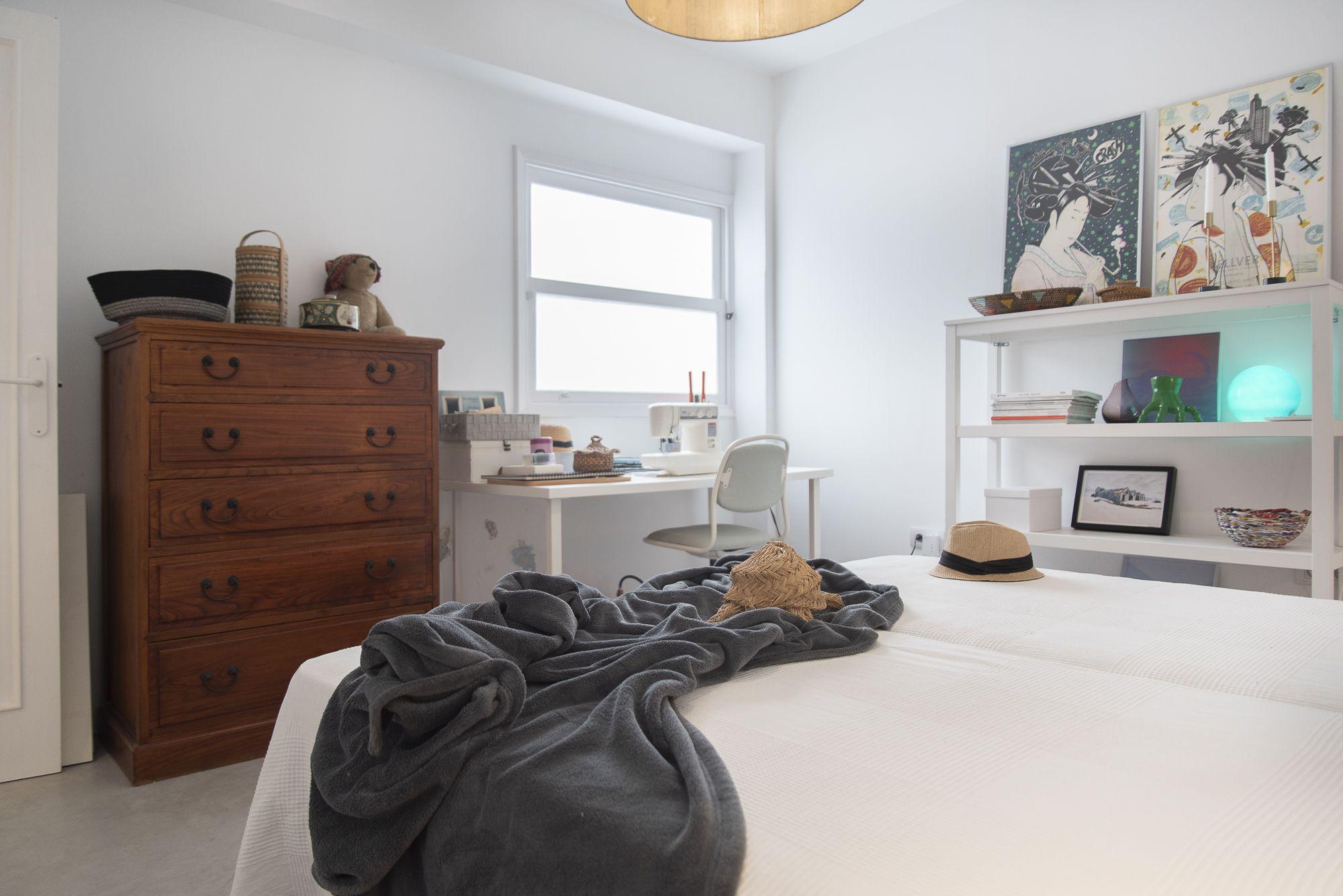 Doctor Guigou - Hotel Mencey - Habitación con vista a mesa de trabajo y costura