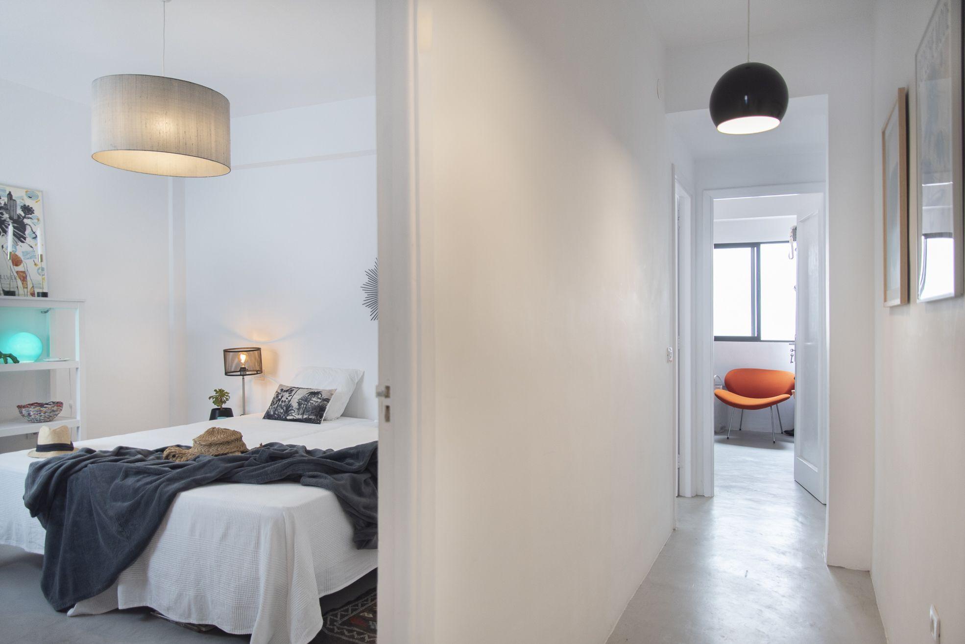 Doctor Guigou - Hotel Mencey - Pasillo donde se puede ver habitación 1, entrada a segunda habitación y vestidor