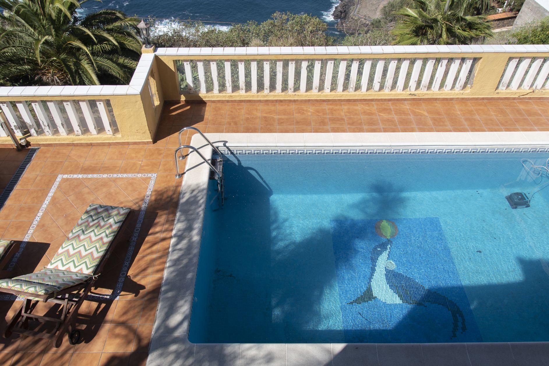 Vista de piscina desde el balcón. El Sauzal - El Puertito