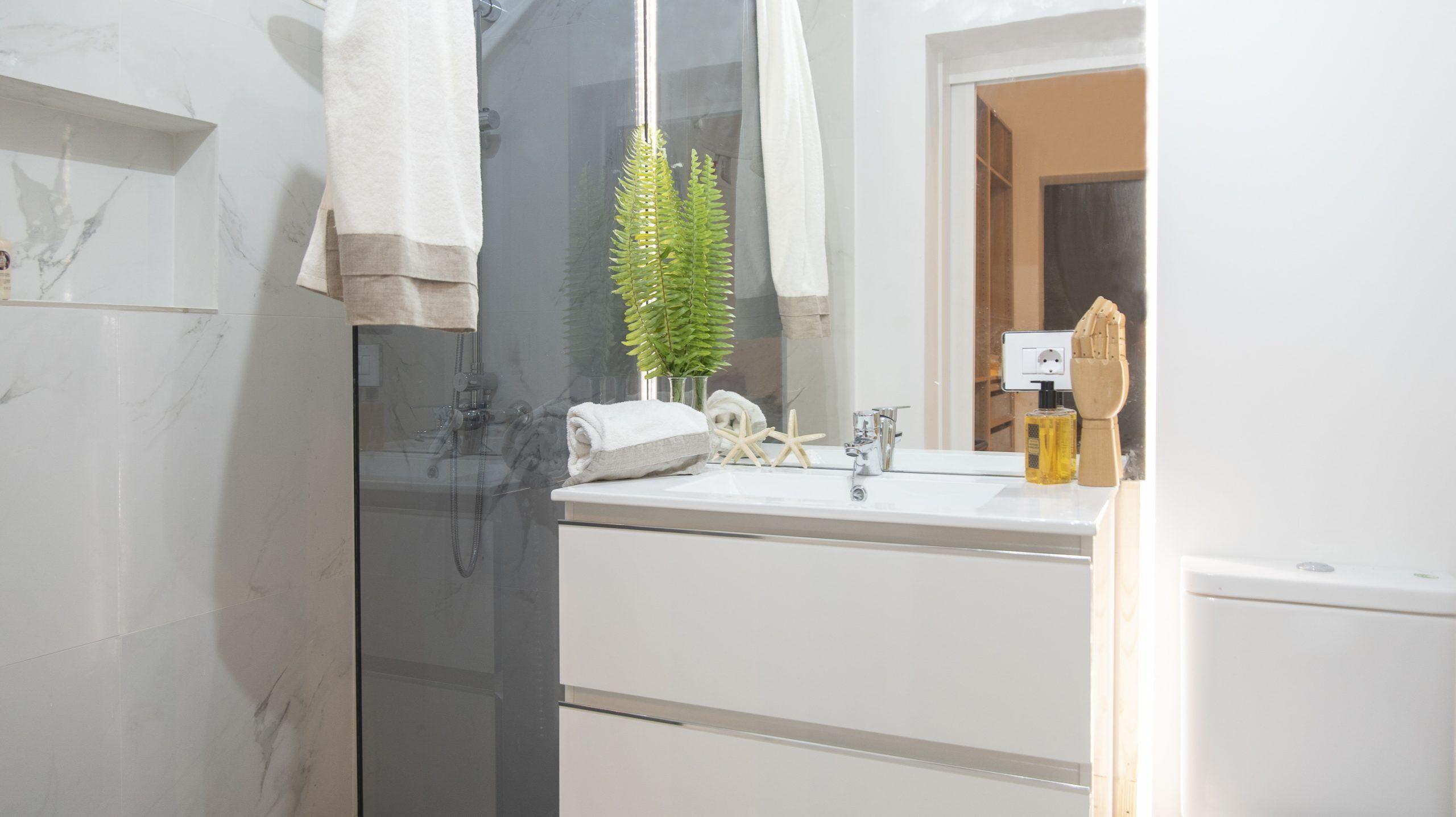 Almeida - El Toscal. Baño de habitación principal