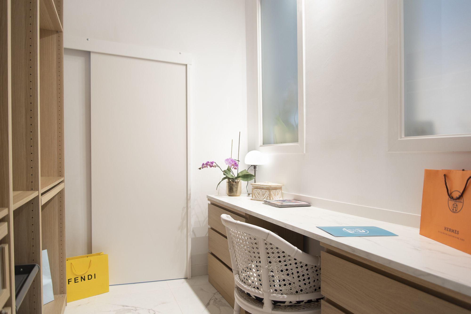 Almeida - El Toscal. Vestidor y acceso al baño