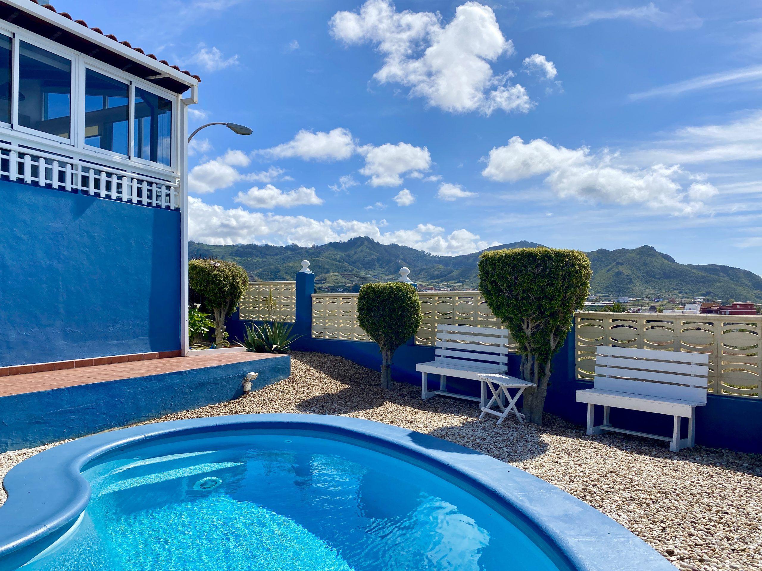 La Casa Azul - Tegueste. Piscina y montañas