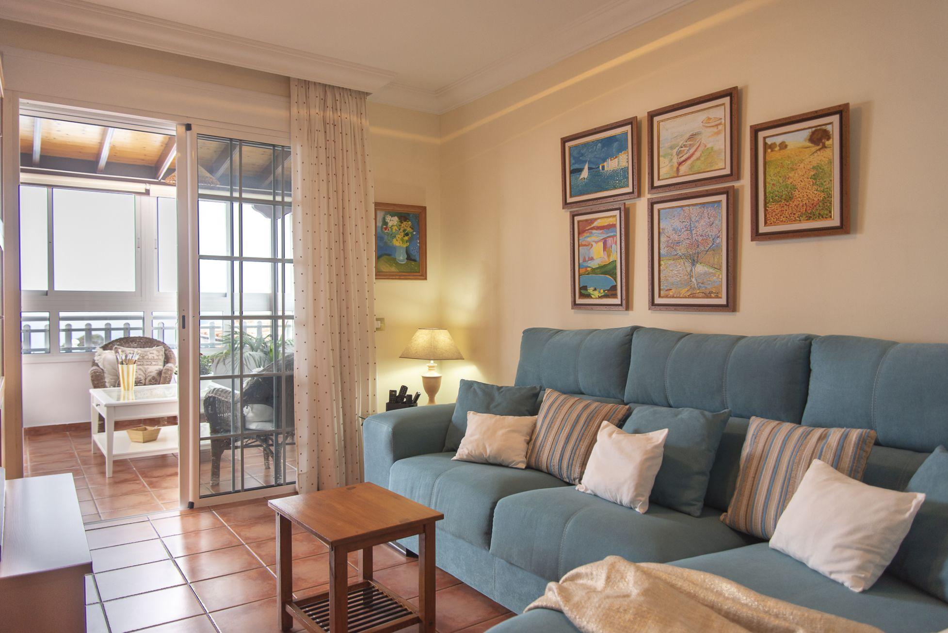 La Casa Azul - Tegueste. Salón TV cerca al salón comedor