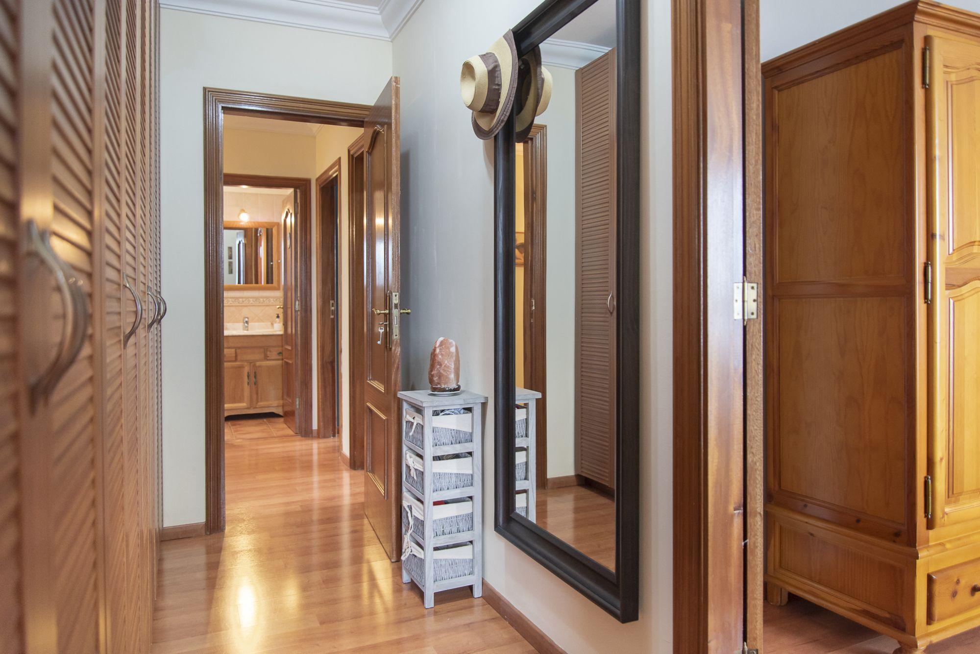La Casa Azul - Tegueste. Vestidor y baño suite